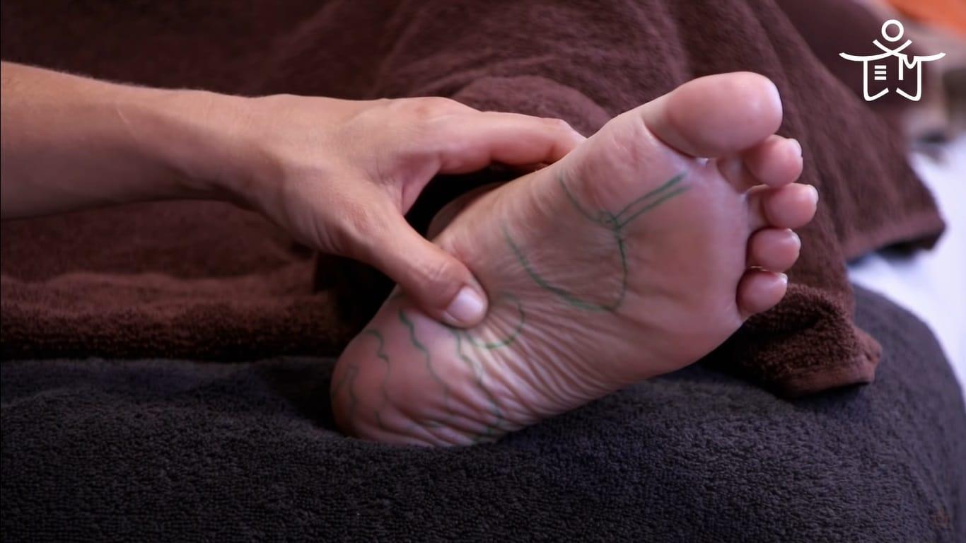 Masaje de arrastre en zona del riñón