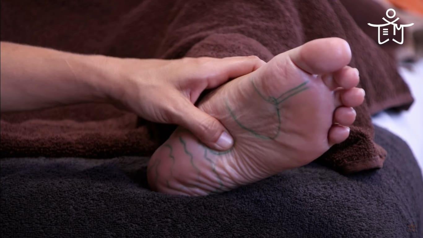 Masaje de la zona del riñon