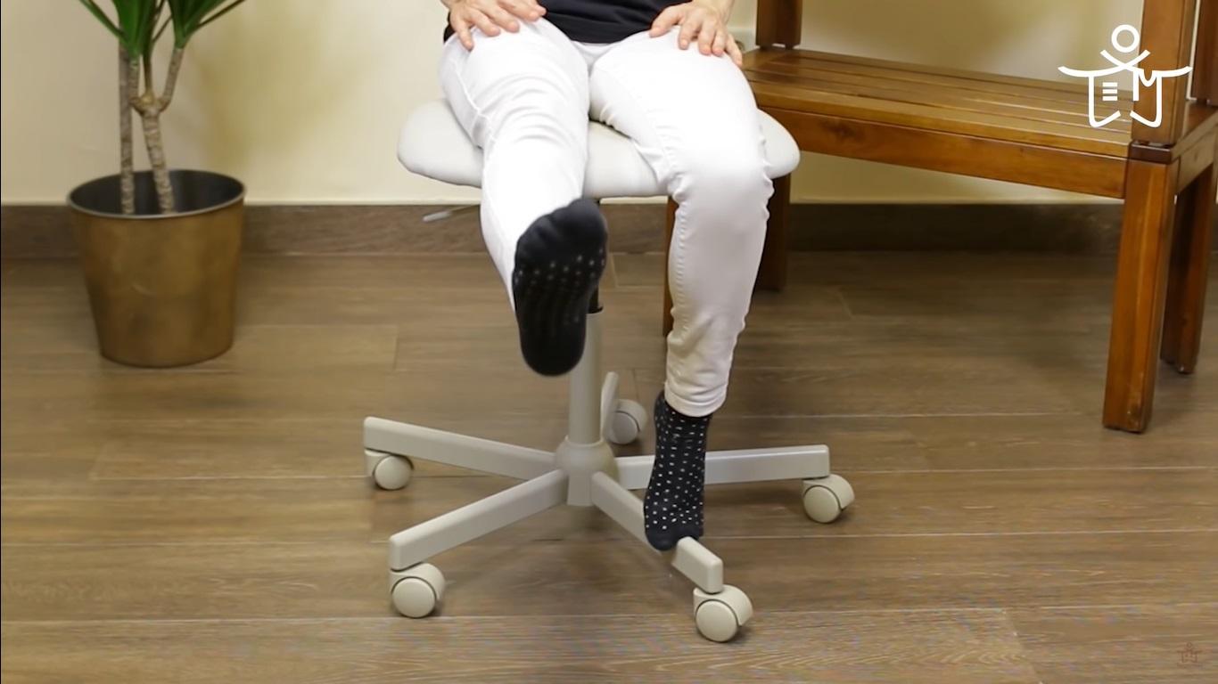 Levantamiento de pierna para aliviar el dolor de rodillas